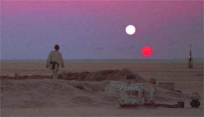 Luke Skywalker admirant le double coucher des soleils de Tatooine © Lucasfilm