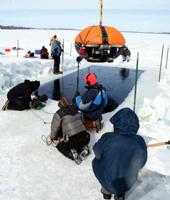 Le robot Endurance sur le point d'entrer dans la glace © Stone Aerospace